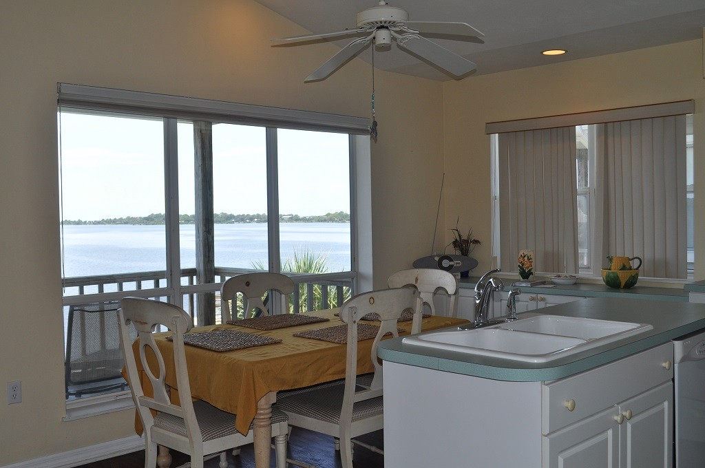 Astounding Seahorse Landing 503 Full Kitchen And Dining Cedar Key Home Interior And Landscaping Ologienasavecom